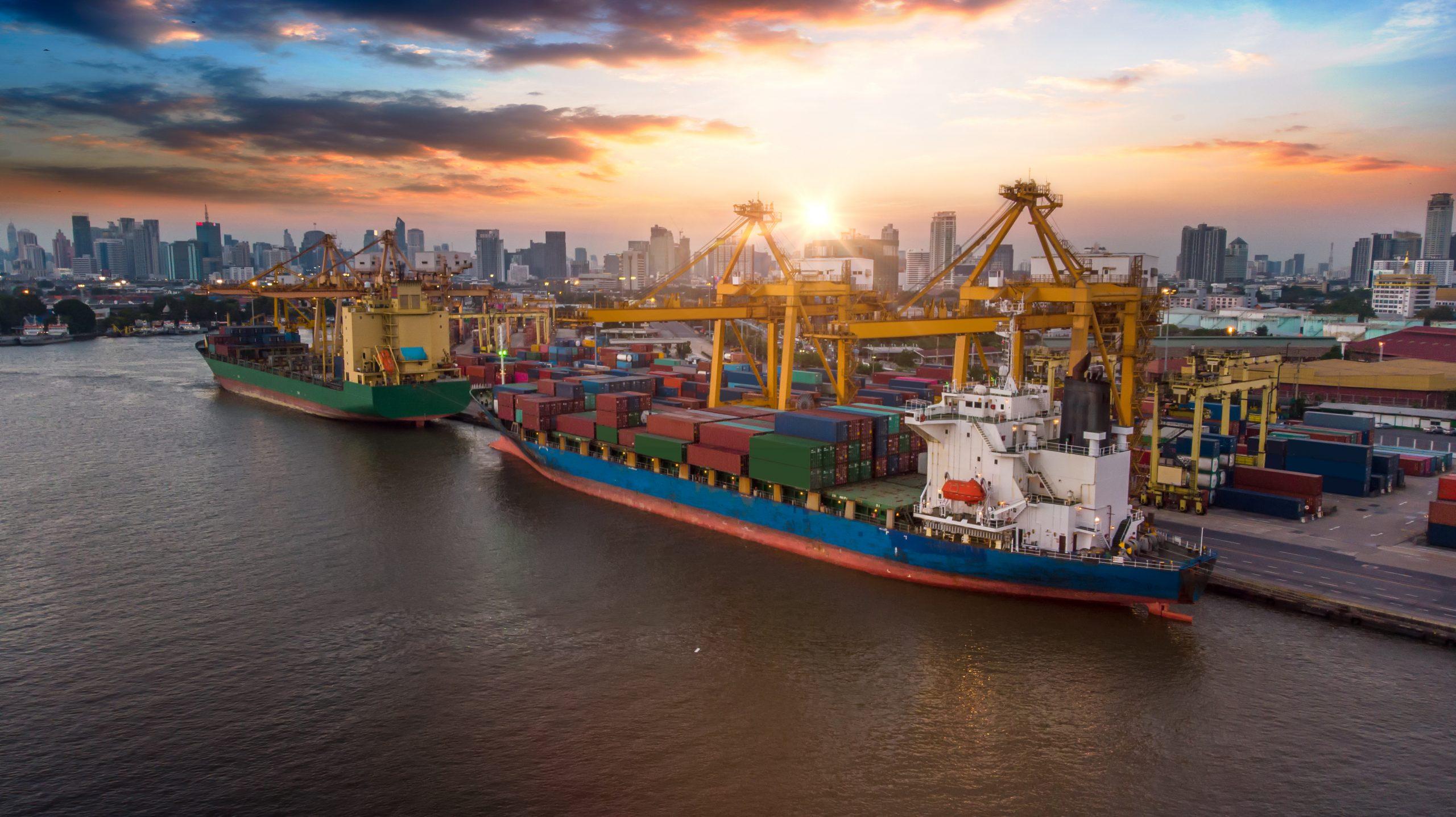 Elementos y estructuras de un puerto marítimo