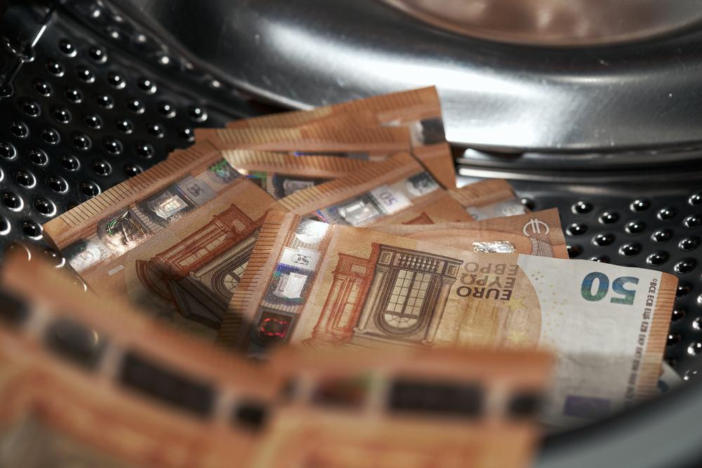 Aduanas, medida de combate contra el Lavado de Dinero