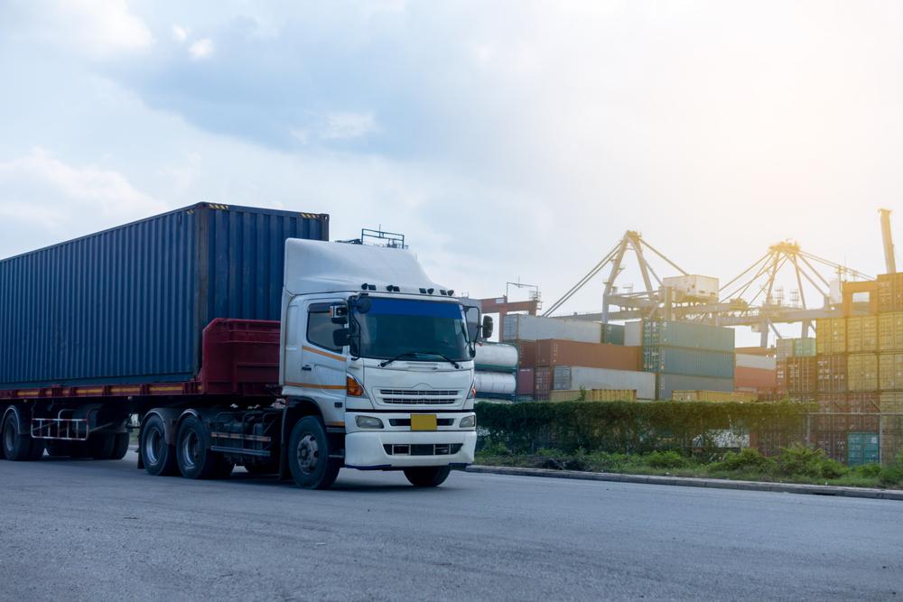 Escasez de transportes terrestres golpea al sector logístico marítimo